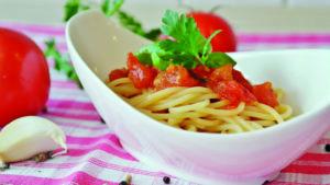Eine Portion Spagetthi mit frischer Tomatensauce